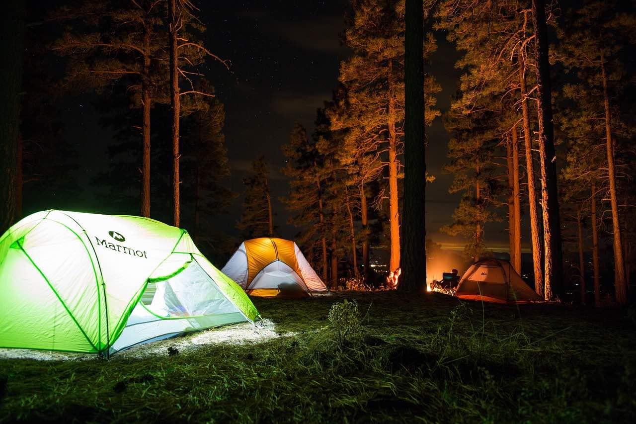 Nakšņošana teltīs